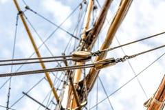 Polea vieja de la nave imágenes de archivo libres de regalías
