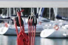 Poleas de la navegación con la cuerda Fotografía de archivo