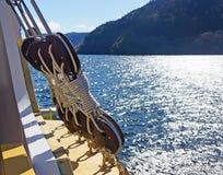Poleas de madera viejas de la nave Fotografía de archivo libre de regalías