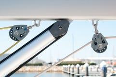 Poleas en un barco de vela Imagenes de archivo