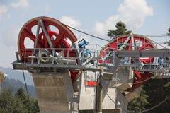 Poleas mecánicas de la telesilla en estación de esquí Fotografía de archivo