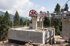 Poleas mecánicas de la telesilla en estación de esquí Imagenes de archivo