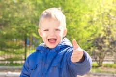 Polegar da criança acima Fotos de Stock Royalty Free