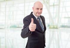 Polegar do homem de negócios acima Fotografia de Stock