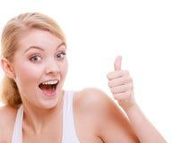 Polegar feliz da menina da mulher apta do esporte da aptidão acima do gesto isolado Foto de Stock Royalty Free