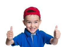 Polegares acima! Retrato do rapaz pequeno bonito alegre feliz Imagens de Stock Royalty Free