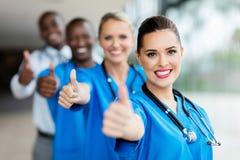 polegares da equipa médica acima imagens de stock