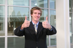 Polegares do homem de negócio acima (foco nos polegares) fotografia de stock royalty free