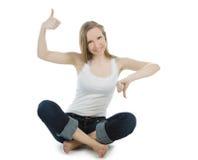 Polegares shouting da mulher acima e polegares para baixo Fotografia de Stock Royalty Free