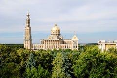 Polen - berömd basilica i lav. arkivbild