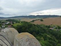 Polen Bolkà ³ w - de Sudety bergen synligt från slott arkivfoton