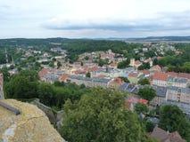 Polen Bolkà ³ w - staden för Bolkà ³w synligt från slott royaltyfri foto