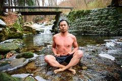 POLEN - DECEMBER 06: Wim Hof-methodestagiair die zijn ademhaling gebruiken stock afbeeldingen