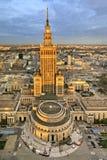 Polen, för Warszawa i stadens centrum panoramautsikt med vetenskap och kulturslott i förgrund Royaltyfri Fotografi