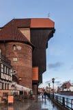 POLEN GDANSK - DECEMBER 18, 2011: En sidosikt av den berömda medeltida Crane Zuraw Arkivfoton