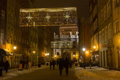 POLEN, GDANSK - DECEMBER 30, 2014: Nigh stad op de Lange straat van Marktdlugi Targ vóór Kerstmis Stock Foto's