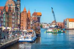 Polen Gdansk Maj 16, 2018, den gamla staden, den Motlawa floden arkivfoton