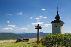 Polen Gorce berg, Waysiderelikskrin Arkivbild