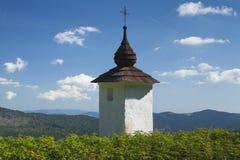 Polen Gorce berg, Waysiderelikskrin Arkivfoton