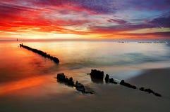 Polen hav solnedgång på stranden. Arkivbilder