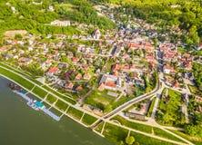 Polen - Kazimierz Dolny Landschaft mit Fluss die Weichsel und Kazimierz Dolny Vogel ` Saugenansicht Stockfoto