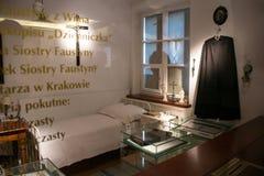 POLEN KRAKOW - MAJ 28, 2016: Cellen av helgonet Faustina Kowalska Royaltyfri Foto