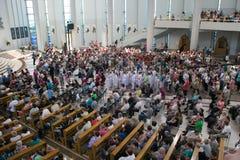 POLEN KRAKOW - MAJ 28, 2016: Fristad i Lagiewniki Öppen katolsk festmåltid i basilika av den gudomliga förskoningen Arkivfoton