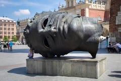 POLEN KRAKOW - MAJ 27, 2016: Head skulptur Eros Bendato på marknadsfyrkant Arkivfoton