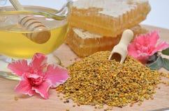 Polen, miel, panales y flores sabrosos Imagen de archivo