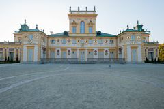 Polen Oktober 2014 för Wilanow slottWarszawa slott med trädgårds- yttre sikt omkring Royaltyfria Bilder