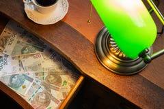 Polen pengar, Zloty, i en skrivbordenhet royaltyfri fotografi