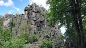 Polen, Rudawy Janowickie - de rots op de piek van Sokolik-berg stock afbeeldingen