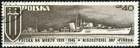 POLEN - 1970: Shows Grunwald-Kreuz und Kriegsschiff Piorun-Blitz Stockfotografie