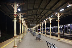 POLEN SOPOT - DECEMBER 14, 2014: Regional plattform i den Sopot järnvägsstationen, Polen Royaltyfri Bild