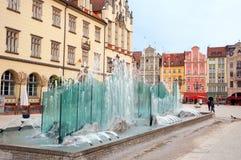 Polen springbrunn på marknadsfyrkanten i Wroclaw royaltyfri fotografi