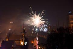 Polen viert begin van 2018 met spectaculaire het vuurwerkvertoning van de Nieuwjaar` s Vooravond Royalty-vrije Stock Foto's