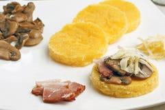 polenta грибов cornmeal бекона Стоковые Фотографии RF
