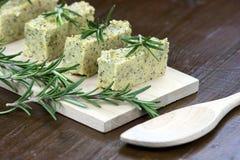 Polenta cozido com queijo e alecrins italianos Imagens de Stock Royalty Free