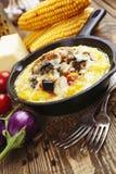 Polenta cozido com vegetais e queijo Imagens de Stock