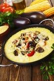 Polenta cozido com vegetais e queijo Fotos de Stock