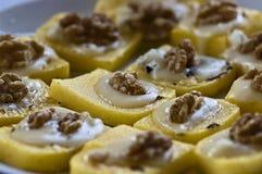 Polenta, noci, antipasti del formaggio della mozzarella Immagini Stock Libere da Diritti