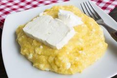 Polenta z serem i Kwaśną śmietanką w talerzu Fotografia Royalty Free