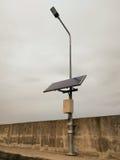 Poler för gatalampa som drivas av sol- energi Royaltyfria Foton