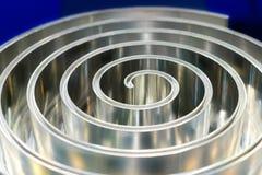 Polerad metallspiral grunt djupfält Arkivbilder