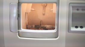 Polering av linsen av exponeringsglas, teknisk vetenskaplig arbetsplats, 4k arkivfilmer