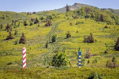 Polermedel-Ukraina gräns i Bieszczady arkivbilder