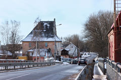 POLESSK, KALININGRAD-REGION, RUSSLAND - 30. JANUAR 2011: Alte deutsche bewegliche Brücke bekannt als Eagle Adler Brucke Stockbild