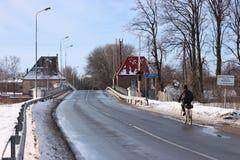 POLESSK, KALININGRAD-REGION, RUSSLAND - 30. JANUAR 2011: Alte deutsche bewegliche Brücke bekannt als Eagle Adler Brucke Lizenzfreie Stockfotos