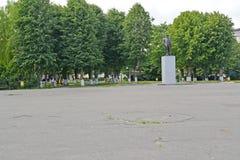 POLESSK RYSSLAND Den centrala fyrkanten med en monument till V I lenin Royaltyfria Foton