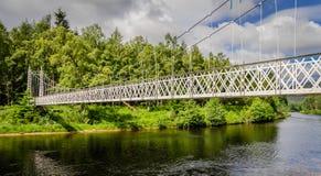 Polhollick för vit metall bro i Ballater i Aberdeenshire - Schotland Fotografering för Bildbyråer
